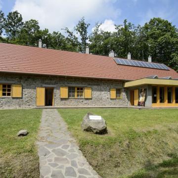Megújult turistaházat adtak át