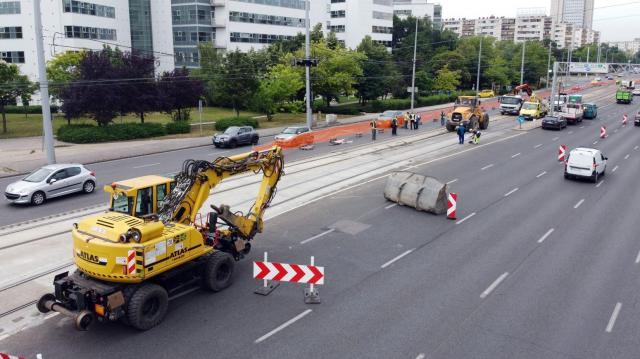 Ötmilliárdot biztosít a kormány a budapesti utak felújítására