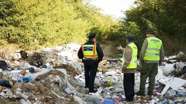 Rengeteg az illegális út menti hulladék