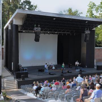 Szabadtéri színház, virágkarneváli hét a debreceni Nagyerdőben