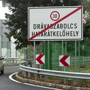 Megindult a határforgalom a drávaszabolcsi átkelőnél