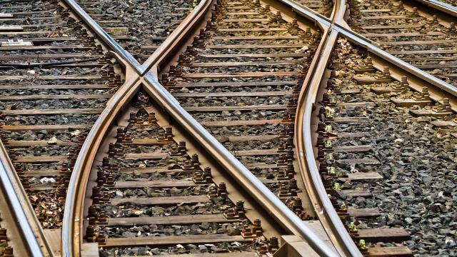 Tíz regionális vasútvonalon visszaáll a korábbi menetrend