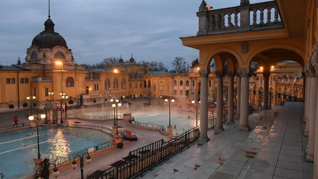 Ütemezetten nyitnak ki a budapesti fürdők július közepéig