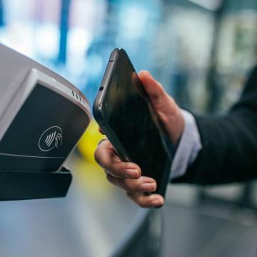 Egyre több helyen lehet mobilfizetéssel vásárolni