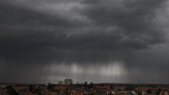 Felhőszaladásra figyelmeztetnek az országban