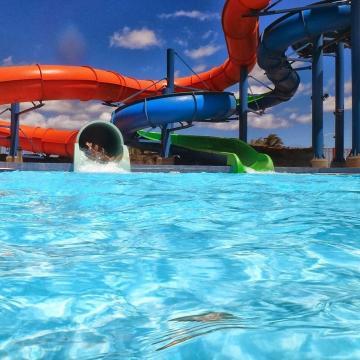 Gyermektáborokat és aquaparkokat vizsgáltak