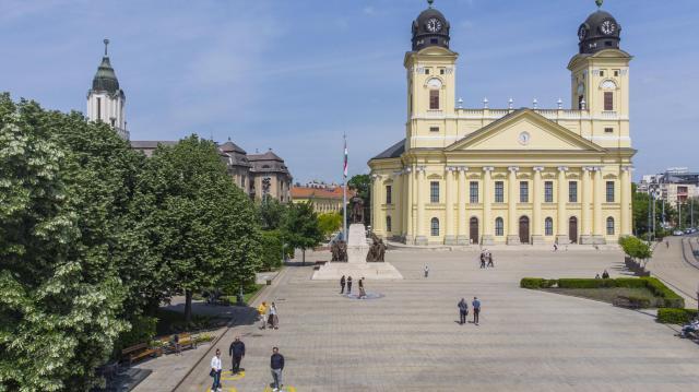 Hálaadó istentisztelet, alapkőletétel Debrecenben