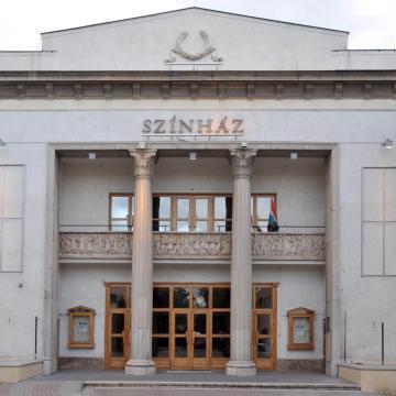 Ingyen várja a Bartók Színház a 70 év fölöttieket