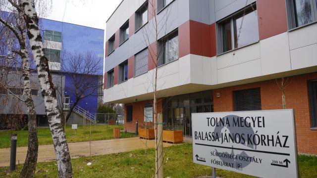 Látogatási tilalmat rendelt el a Tolna megyei kórház