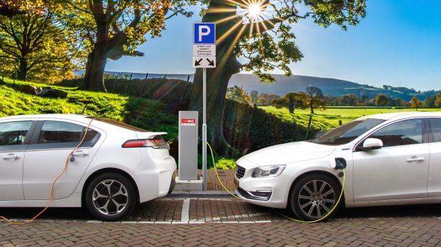 A kormány továbbra is támogatja az elektromos autó-vásárlást