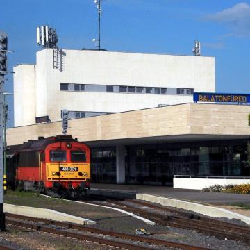 A MÁV-Start szeptember 27-éig meghosszabbította a balatoni menetrendet