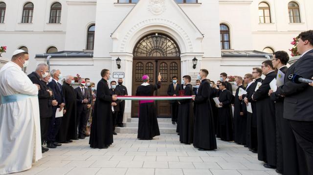 Átadták a felújított Brenner János Hittudományi Főiskola épületét