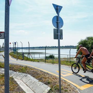 Csaknem négyszázmillió forintból épül kerékpárút a baranyai Pellérd és Aranyosgadány között