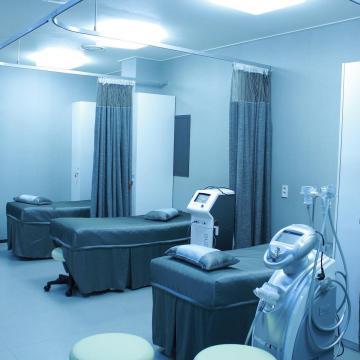 Korszerű kórházi ágyak kerültek a pécsi klinikákra
