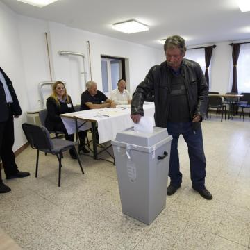Polgármestert és képviselőtestületet választanak Vattán