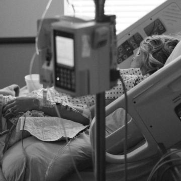 77-re nő a koronavírusos betegeket fogadó intézmények száma