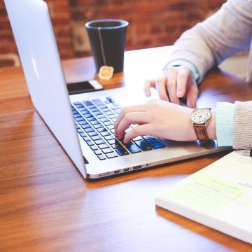 A magyarok több mint fele az interneten keres szakembert egy kutatás szerint