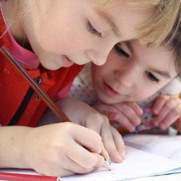 Gyermekrajzpályázatot hirdetett a Magyar Közút