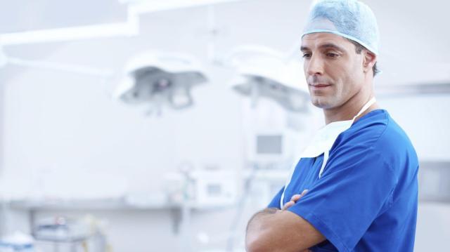 Soha nem látott mértékű béremelést kapnak az orvosok