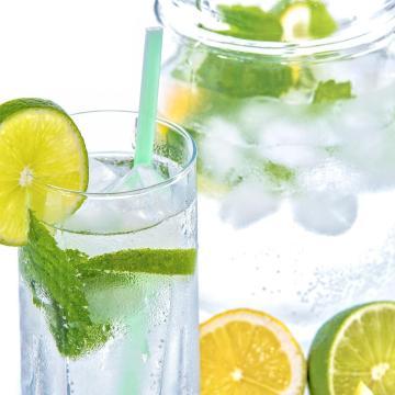 Tovább csökkent az ásványvíz, a gyümölcslé és az üdítőital forgalom