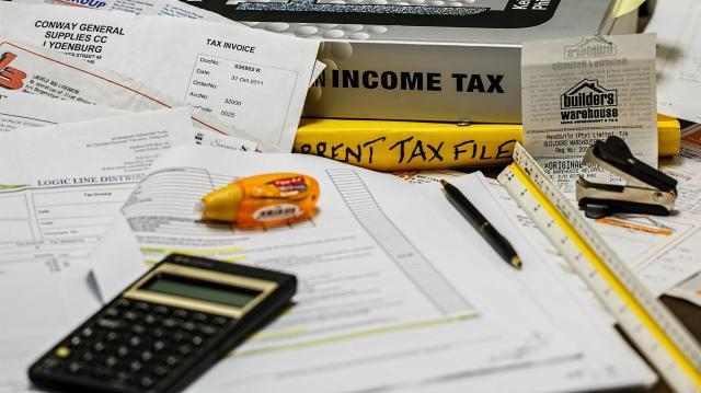 Adóemelési stopot rendel el a kormány az önkormányzatoknál