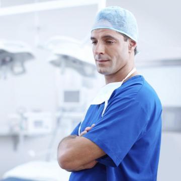 Az orvosi bér emelése és a hálapénz betiltása nem tűr halasztást