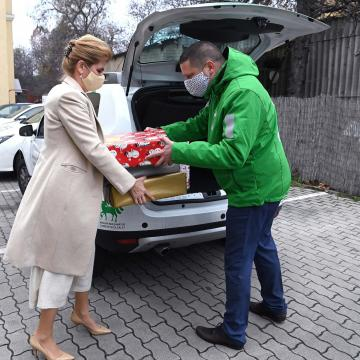 Egy ötgyermekes család karácsonyi kívánságait teljesítette Herczegh Anita