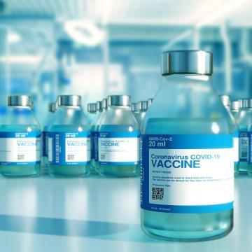 Engedélyezték a magyar hatóságok az AstraZeneca- és a Szputnyik V-vakcinát