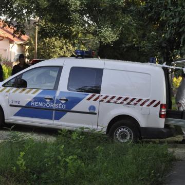 Kizuhant egy másfél éves gyermek az ablakon Újpesten