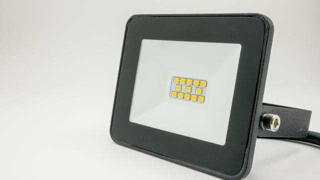 Középiskolások is programozhatják a pécsi egyetem műszaki karának egyedi LED-kockáját