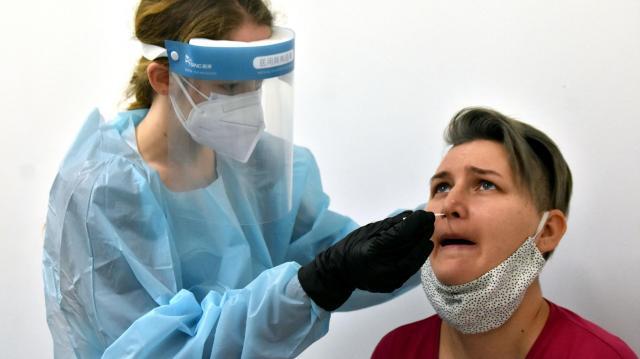 Meghalt 135 beteg, 6393-mal nőtt a fertőzöttek száma Magyarországon
