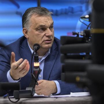 Orbán Viktor: Elengedi a kormány a 25 év alattiak személyi jövedelemadóját