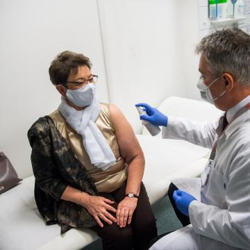 Tiszti főorvos: Elértük a járvány csúcsát, immár leszállóágban van