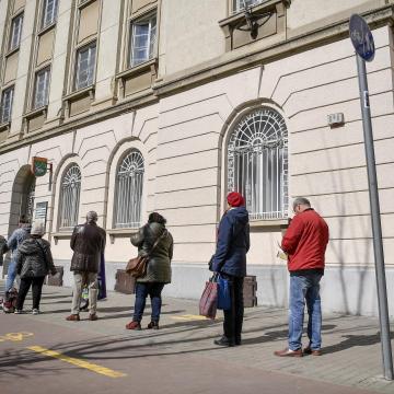 Tömegek váltanak elektronikus számlafizetésre a járvány miatt