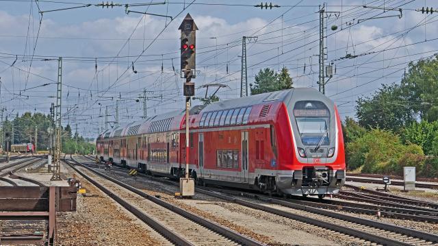 Újabb helyeken kerül forgalomba az emeletes vonat