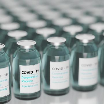 A kínai és orosz vakcinák beszerzése nagyban elősegítette a magyarországi oltás felgyorsítását