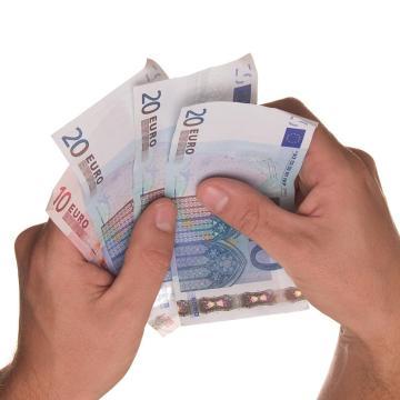 A márciusi bérekre is igényelhető az ágazati bértámogatás