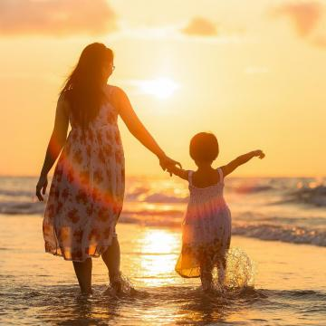 Az év páratlan szülőjét keresi az Egyszülős Központ
