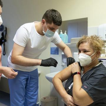 Koronavírus - Megkezdődött az oltási értesítő sms-ek kiküldése