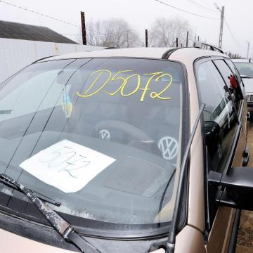 Luxusautókkal üzletelő bűnszervezet tagjait vették őrizetbe