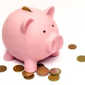 Napokon belül 2,5 millió embernek fizetik ki a 13. havi nyugdíj első részletét