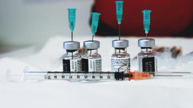 Négyezer fölé emelkedett a napi fertőzöttek száma hazánkban