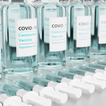 Több mint 150 ezer adag vakcina érkezésére számítanak a héten