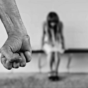 A járvány elleni védekezéshez is segítséget kapnak a kapcsolati erőszak áldozatai
