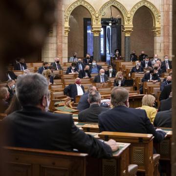 A veszélyhelyzet meghosszabbításáról dönt ma az Országgyűlés