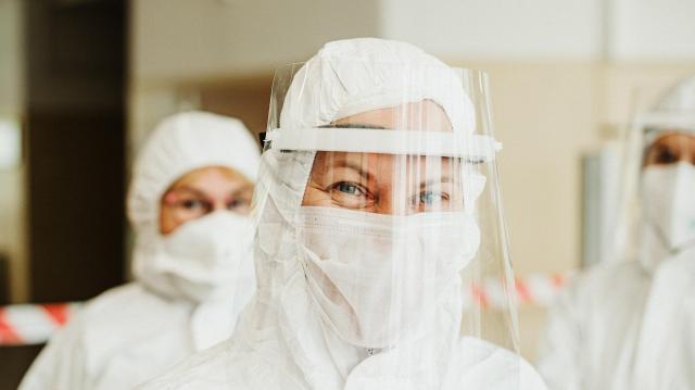 Ezer alatt az új fertőzöttek, négymillió fölött a beoltottak száma