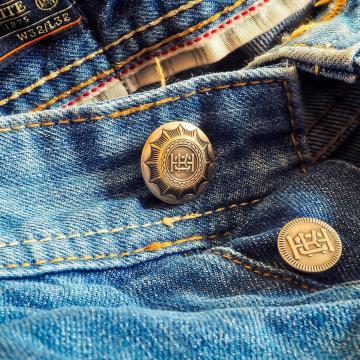 Hamis ruházati termékeket foglalt le a NAV
