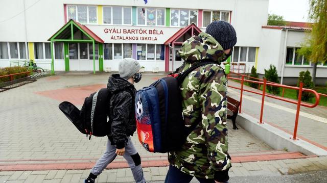 Kormányszóvivő: a kormány mindent megtett az iskolák biztonságos nyitásáért