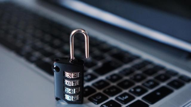 Meg kell védeni az európaiakat a kiberfenyegetésektől