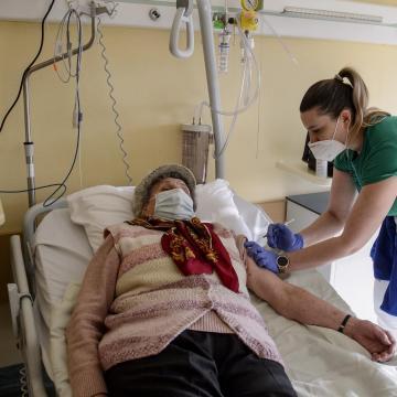 Meghalt 199 beteg, 1645-tel nőtt a fertőzöttek száma Magyarországon